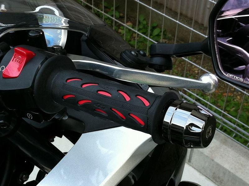 バイクのグリップ交換に悩んでいる人必見!取り付け方と選び方!のサムネイル画像