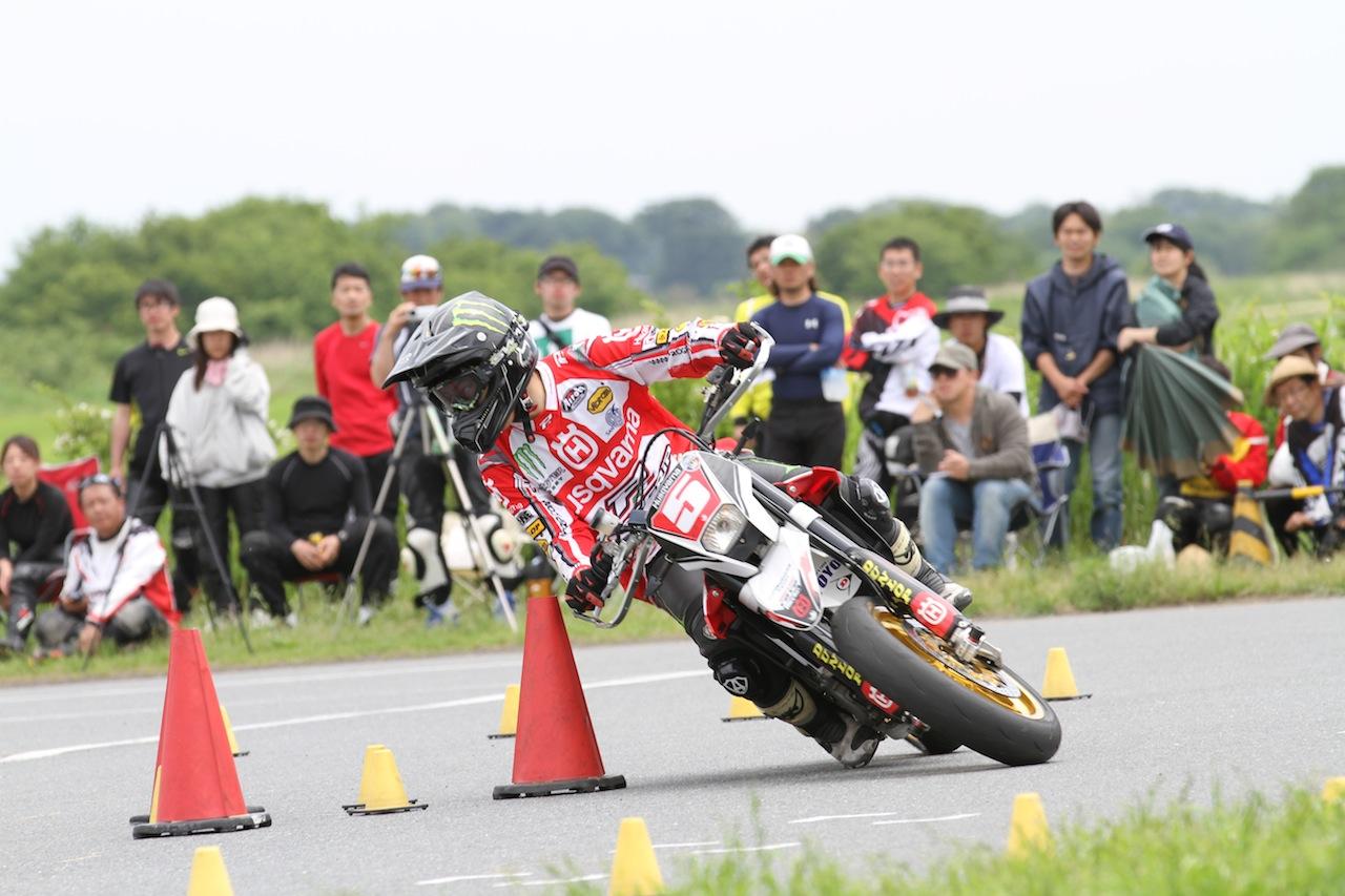 バイクのジムカーナにチャレンジしたいと思うが、どうすれば良い?!のサムネイル画像