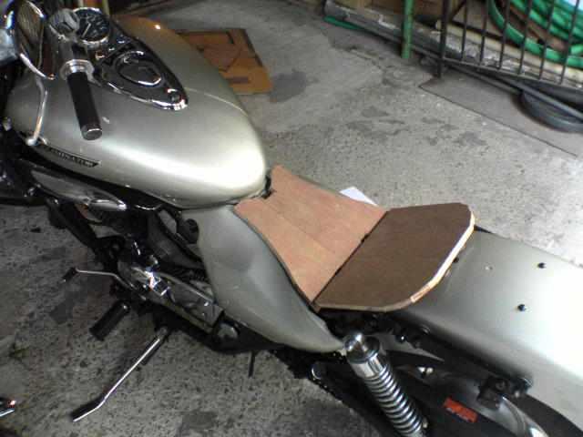 これまでにバイク シートを自作したことはおありでしょうか?のサムネイル画像