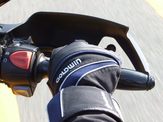 冬の心強い味方!バイクにハンドルカバーを付けて冬を乗り切ろう!のサムネイル画像