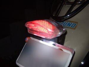 バイクのテールランプがLEDになるだけでこんなに輝きが違うなんてのサムネイル画像
