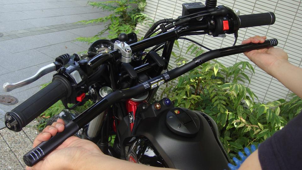 バイクのハンドルバーのカスタムをすると運転が楽!見栄えが良い!のサムネイル画像