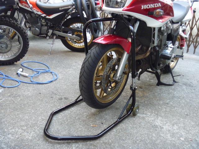 大切なバイクをフロントスタンドでメンテナンスし保護する考え方のサムネイル画像