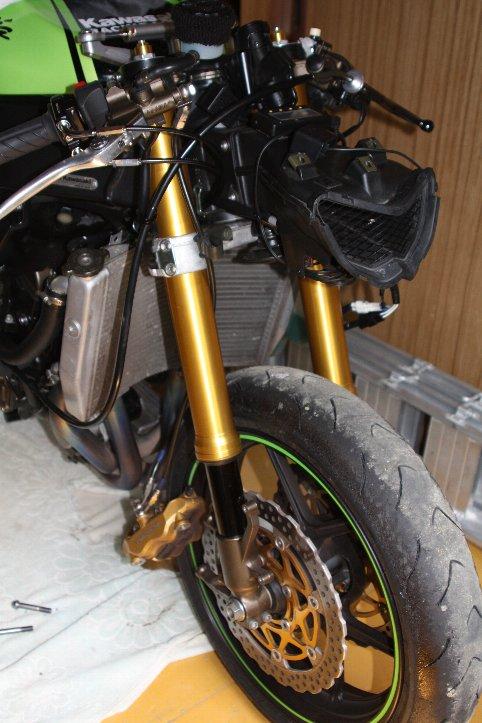 安定したバイクの走行にフロントフォークが欠かせない理由を知った!のサムネイル画像