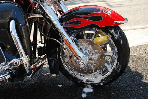 こうやればよい!バイクのホイールの洗車方法をご紹介します!のサムネイル画像