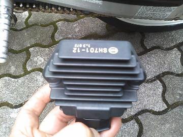 伝送系の中でもバイクのレギュレーターが故障したらすぐ交換!のサムネイル画像