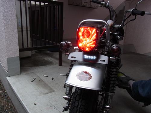 モンキーのテールランプの交換を行ったら安心してドライブできます!のサムネイル画像